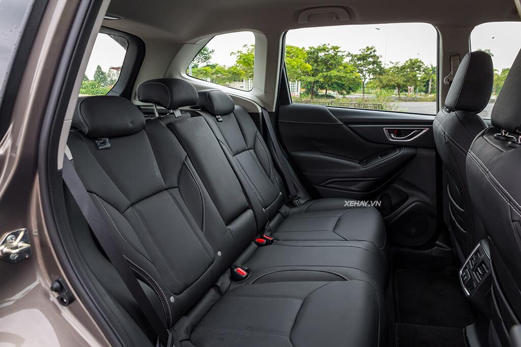 Nội thất hàng ghế sau Xe Subaru Forester